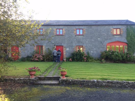 Quin, Irlandia: View of the coach house