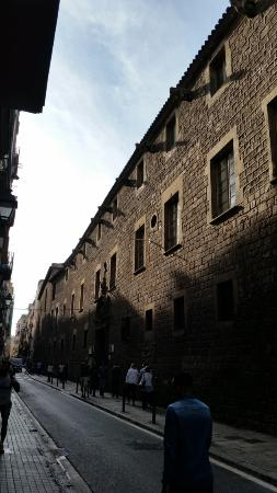 Library of Catalonia: Old wall