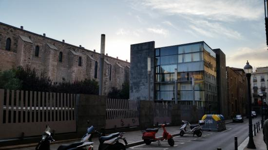 Library of Catalonia: Old/New Juxtaposed
