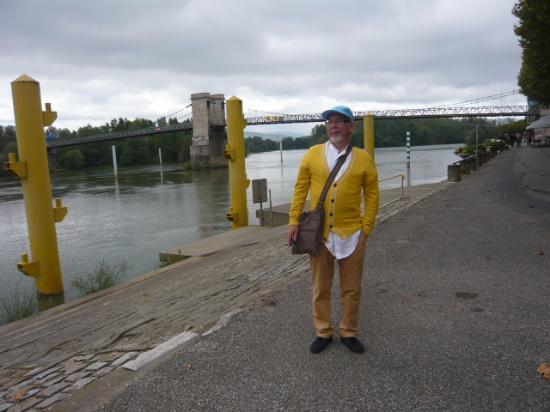 Hotel - Restaurant Emile Job: Voor de brug over de Saône.