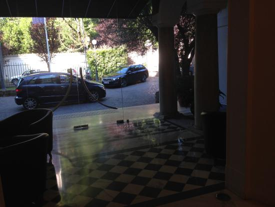 Hotel Principe Amedeo: The Entry on a quiet street