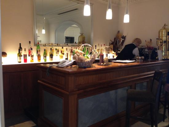 Hotel Principe Amedeo: The bar area, with happy hour in the early evening