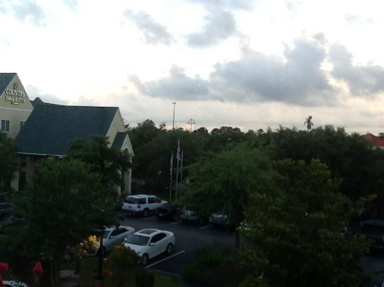 Hampton Inn Vero Beach: Our view, not the best but very quiet.