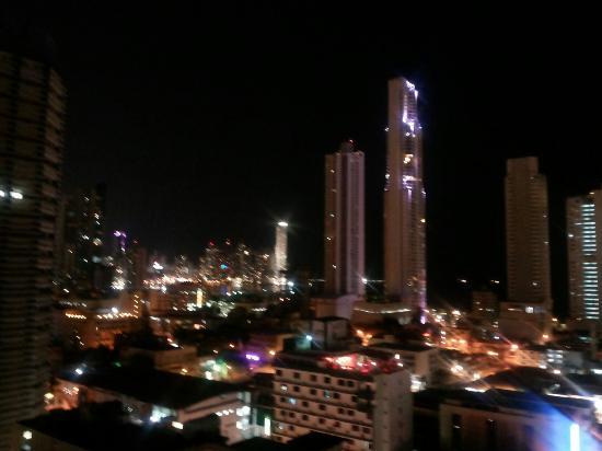 City House Soloy & Casino: Vista nocturna desde el piso 12 del Hotel Soloy