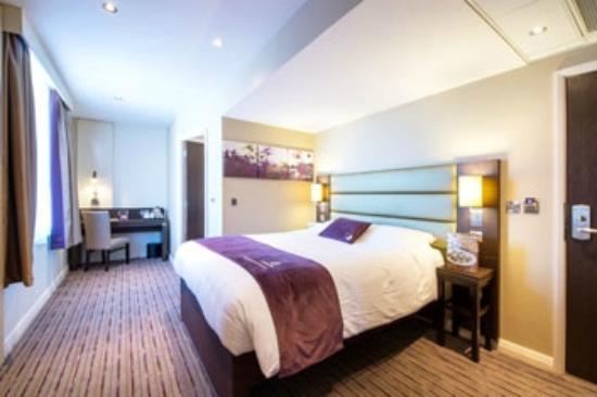 Premier inn nottingham city centre chapel bar hotel for Premier inn family room