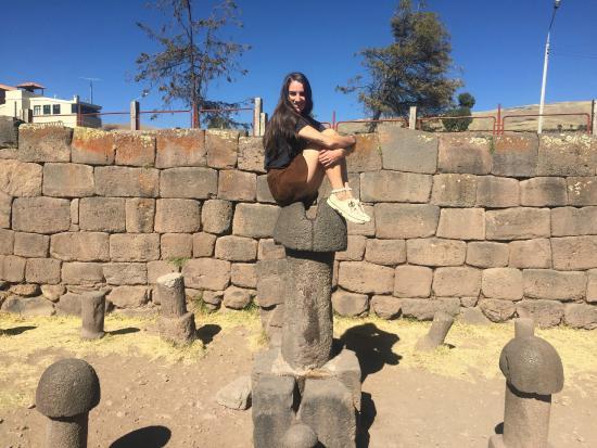 Incas Paradise: Nuestra pasajera Celestine en el templo de la fertilidad.