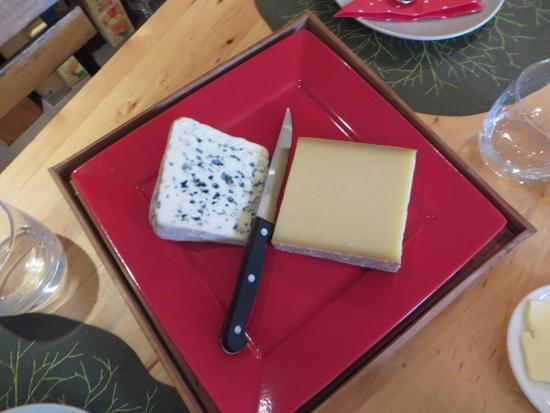 Saint-Jeannet, France : Cheese selection at breakfast