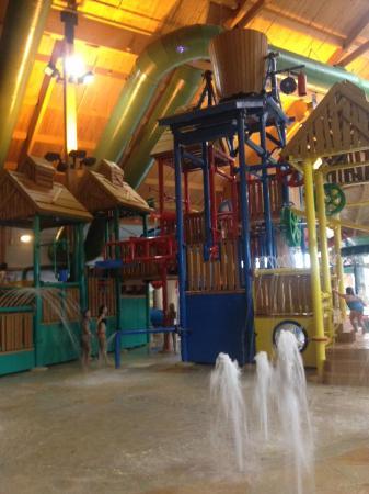 Logger's Landing Indoor Waterpark: Older kids area (but too little for teens)