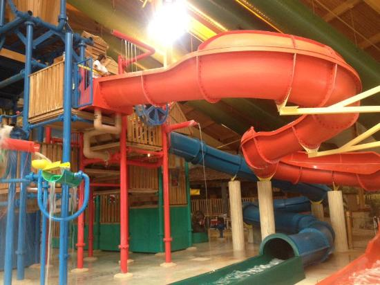 Logger's Landing Indoor Waterpark: Older kids area (but too little for teens)