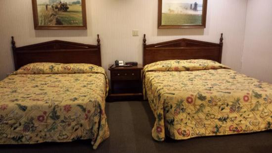 Classic Inn: 2 queen beds