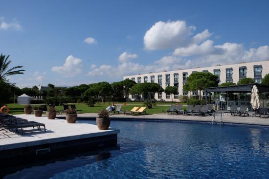 Pool garden picture of ac hotel gava mar barcelona for Barcelona pool garden 4
