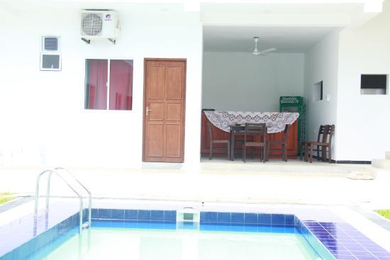 Sea Breeze Lodge: Swimming Pool