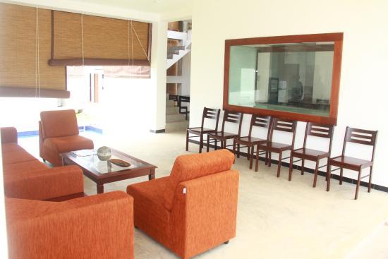 Sea Breeze Lodge: Lobby