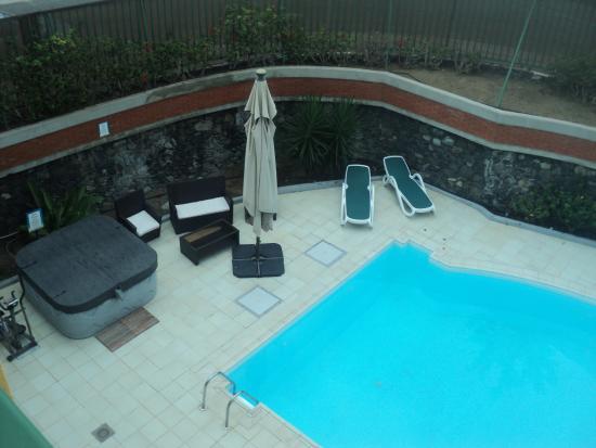 Apartamentos Judoca Beach: View of pool / jacuzzi