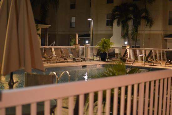 Homewood Suites by Hilton Fort Myers: Pool at night