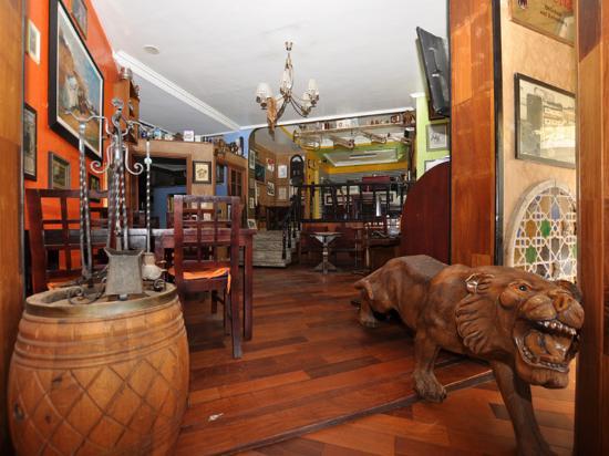 East West Hotel : entrée de midway cafe un style authentique