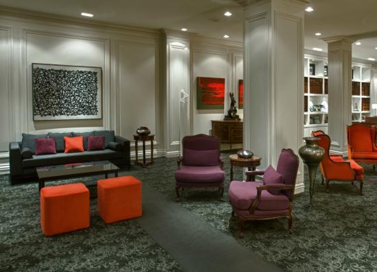 Hotel Manoir Victoria: Hall