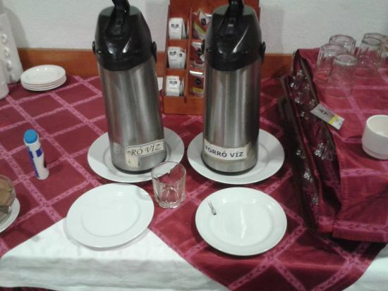 Eben Hotel: guess which is tea or coffee?
