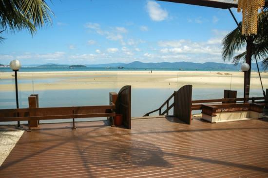 Costa Norte Ponta Das Canas Hotel Florianopolis: portao de saida para o mar/praia