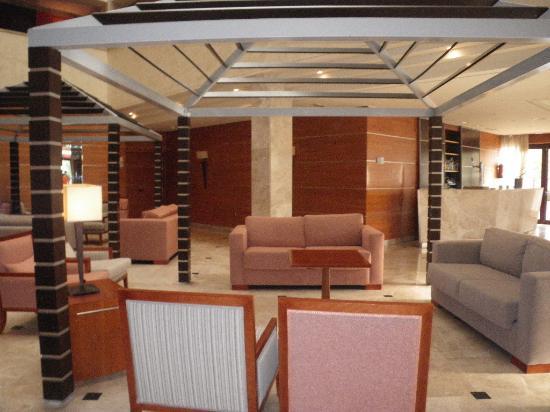 Hotel Exe Getafe: salle accueil enter réception et salle petit dejeuner