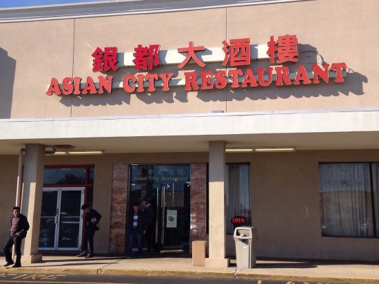 Pleasantville, نيو جيرسي: Outside and insiste the restaurant