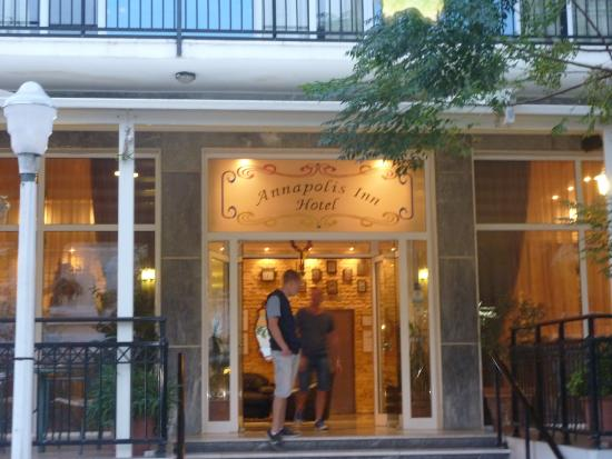Annapolis Inn Art Hotel: Ingång