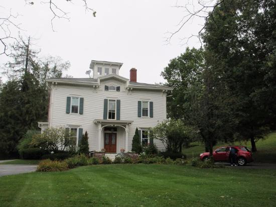 Antique Mansion B&B: Built in 1867, this home is referred to as the Fagan House in many comic book series