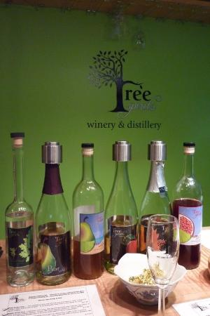 Oakland, ME: Wine tasting at Tree Spirits