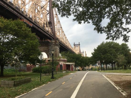 queens bridge park picture of real new york tours new york city tripadvisor. Black Bedroom Furniture Sets. Home Design Ideas