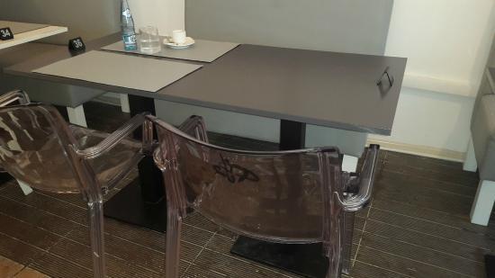 Chaise du salon de the avec calligraphie au dos - Photo de ...