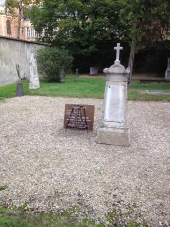 Pictus Cemetery (Cimetiere de Picpus): Une des deux fosses communes