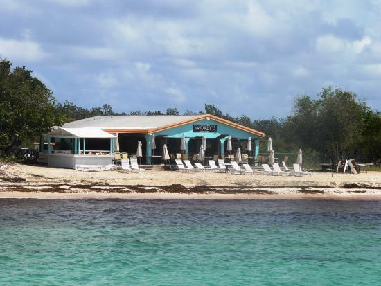 Simpson Bay, St. Maarten-St. Martin: Abandoned on this smelly beach with a mediocre lunch and a few lounge chairs