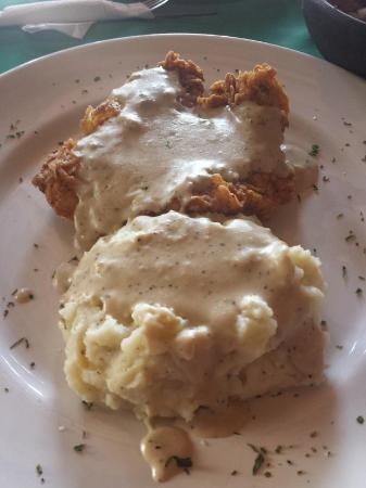 La Palapa Fine Eatery & Saloon: fried chicken with mashed potatoes