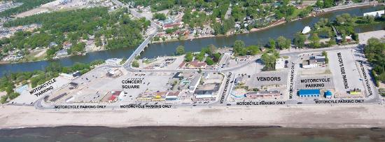 Wasaga River Resort Inc: Just 4 min. walk to main beach 1, best location