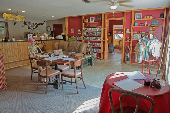 Florida Springs RV Resort and Campground : Dining, Lending Library and movie rentals