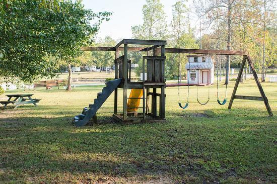 Florida Springs RV Resort and Campground: Playground
