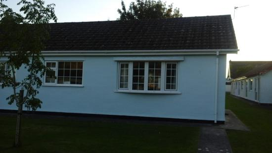 Gower Holiday Village : Front of chalet