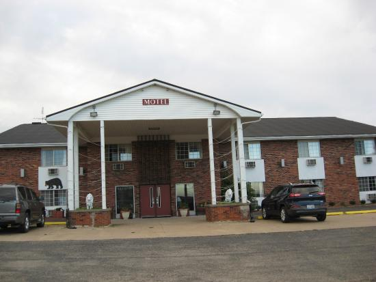 Fenmore Hills Hotel : Front of motel