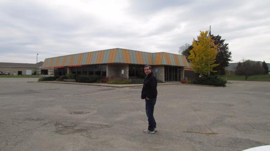 Fricano's Pizza Restaurant: Outside view - Former Mr. Fable's restaurant.