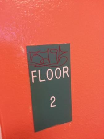 Motel 6 Santa Fe Central: hall
