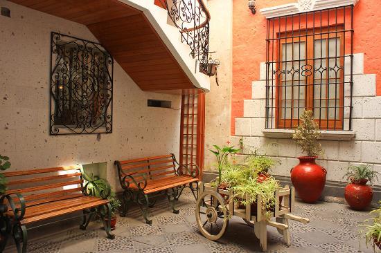 Villa Sillar : Patio interior, es pequeño aunque se aprecio mas grande