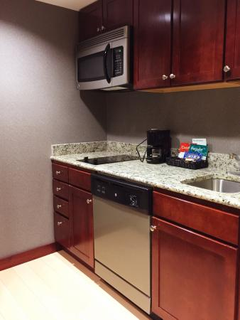 Homewood Suites by Hilton Atlantic City/Egg Harbor Township: The kitchenettes provide everything you'll need (except the food, of course).