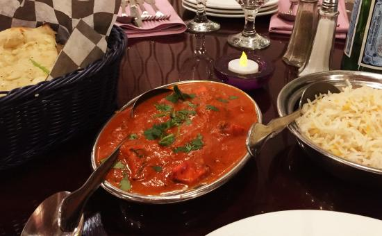 Bombay Indian Restaurant: Everything was superb from the papadums to the gulab jamun.