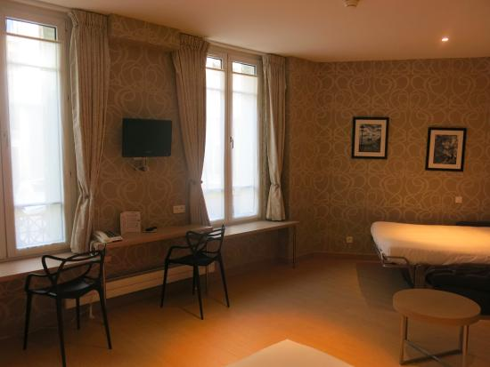 Grand Hotel des Balcons: nice large room