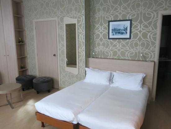 Grand Hotel des Balcons: main bed
