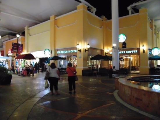 Starbucks La Isla Cancun