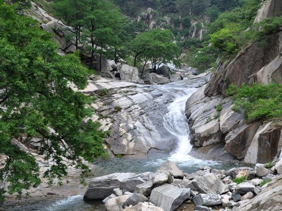 Linyi, China: Longmen three Lake
