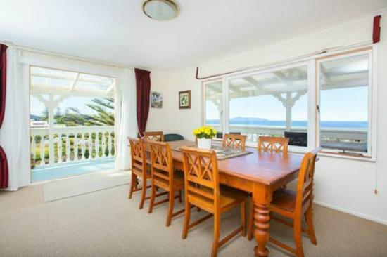 Mangawhai Lodge: B&B dinning area