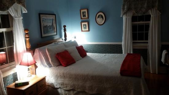 Blockhouse Hill Bed & Breakfast: My bedroom