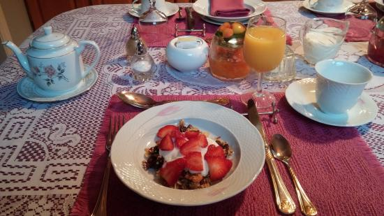 Blockhouse Hill Bed & Breakfast: Beginning breakfast right